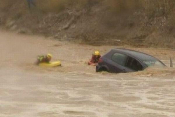 Pollestres (Pyrénées-Orientales) - la voiture de la conductrice retrouvée noyée à Villeneuve-de-la-Raho - 6 mars 2013.