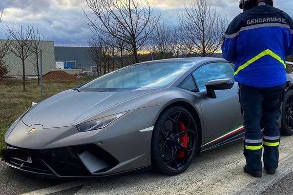 Cette Lamborghini roulait à 148 km/h quand elle a été contrôlée sur la départementale 101, où la vitesse est limitée à 80 km/h.
