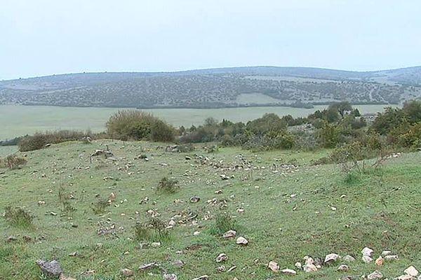 Dans l'Hérault, le Larzac pourrait accueillir un vaste parc photovoltaïque sur 400 hectares de terres vierges.