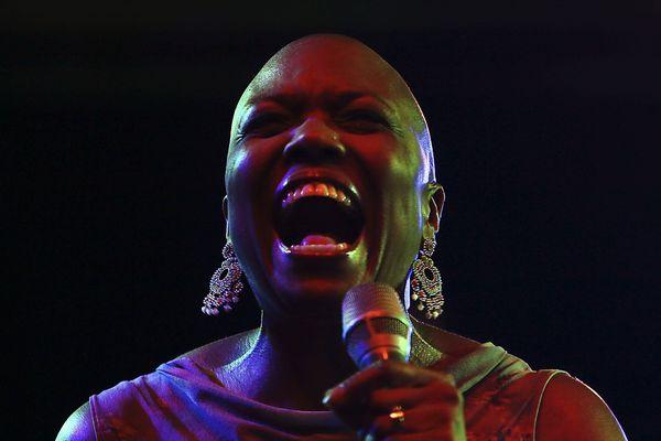 """Dee Dee Bridgewater durant le festival """"Jazz en la Costa"""", en juillet 2015, à Grenade."""