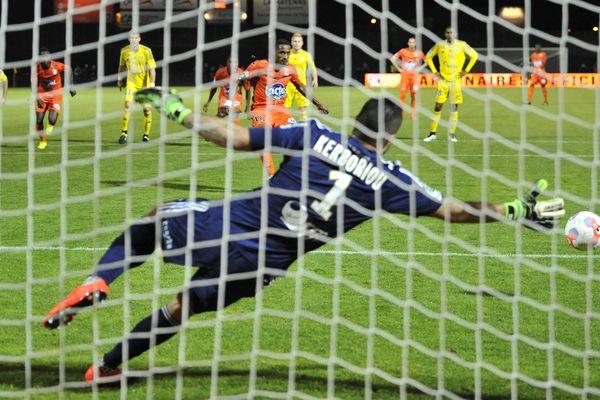 Laval - Créteil / Championnat de France de football, Ligue 2, 10e journée. Penalty transformé par Hassane