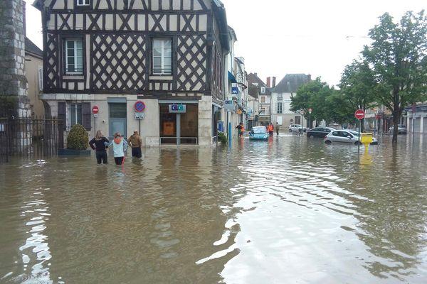 Le centre-ville de Nemours, en Seine-et-Marne, sous les eaux
