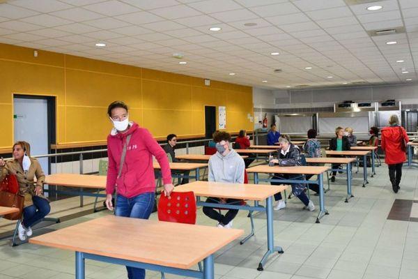 Répétition générale avant la réouverture des collèges de Savoie. Chefs d'établissement, gestionnaires, chefs de cuisine et agents d'entretien ont suivi deux demi-journées de formation sur le protocole sanitaire à suivre.