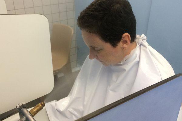 Comme 30% des curistes des Thermes de La Roche-Posay, Aurélie est venue pour se remettre des suites d'un cancer.
