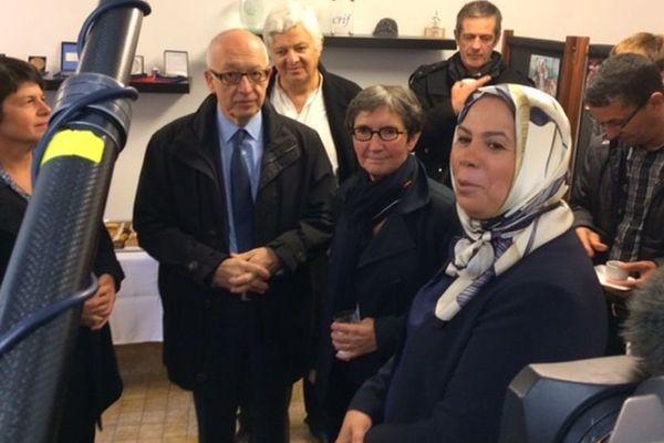 Latifa IBN Ziaten inaugure ses nouveaux locaux à Rouen en présence du maire Yvon Robert et de la sous-préfète.
