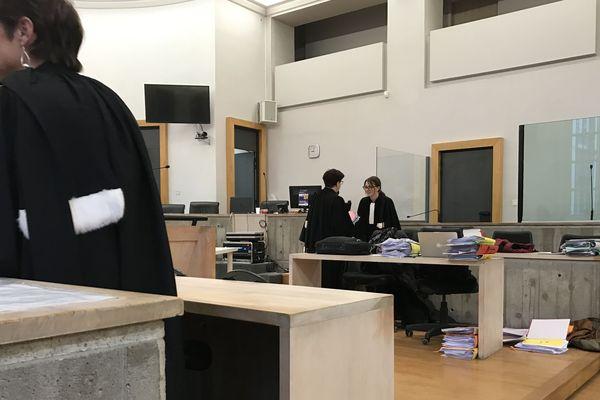 La cour d'assises du Puy-de-Dôme délibère ce vendredi 22 décembre dans l'affaire des onze accusés d'extorsions à Thiers