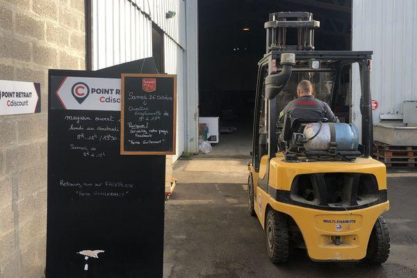 La Ferme Guillemant à Loos-en-Gohelle, son point de vente et son hangar de stockage des colis, le 22 octobre.