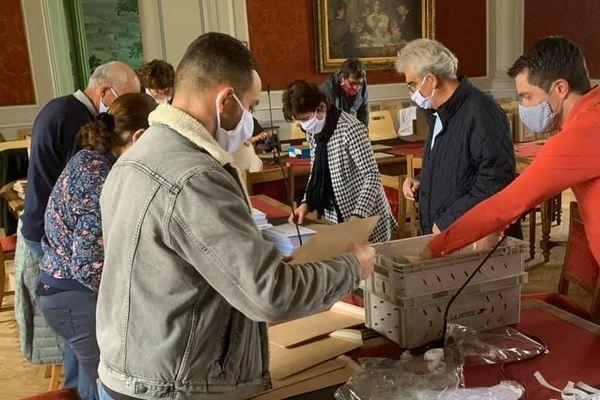 Préparation de l'envoi des masques aux habitants de Vesoul