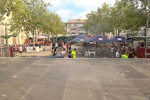 Mauguio (Hérault) - la fête votive s'arrête à 19h pour permettre aux gendarmes d'aller sécuriser les feux d'artifice du littoral - 15 août 2016.