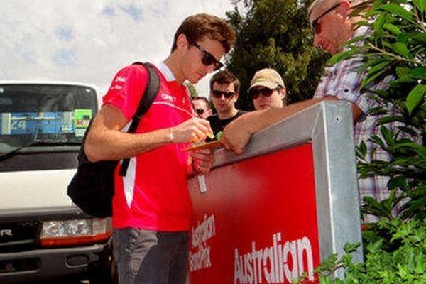 Jules Bianchi signe des dédicaces à Melbourne
