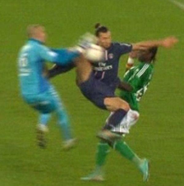 Zlatan Ibrahimovic, logiquement expulsé après cette action !