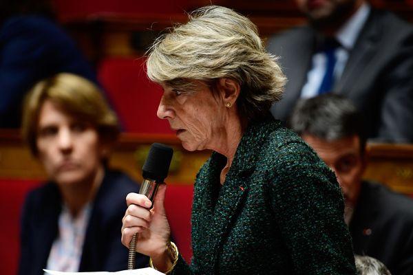 """La vice-présidente de la commission des Lois de l'Assemblée nationale et députée du Puy-de-Dôme, Laurence Vichnievsky (MoDem), a espéré mercredi 7 février que le président LR du Sénat saurait """"trouver le bon compromis"""" sur la révision constitutionnelle, se disant défavorable personnellement à un référendum pour en faire passer une partie."""
