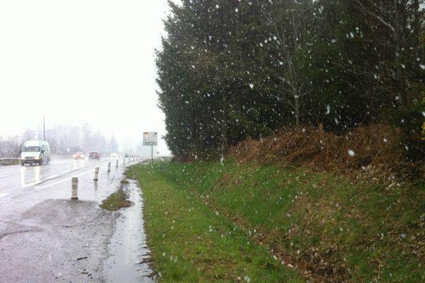 la neige tombe à Locminé (56)