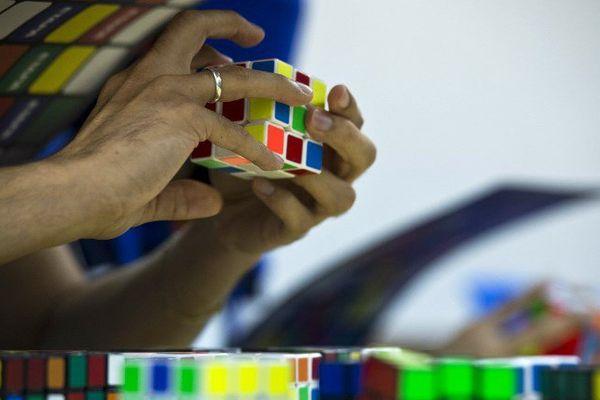 Le dernier Championnat du monde de Rubik's Cube, en 2016, avait réuni 480 participants à São Paulo, au Brésil.