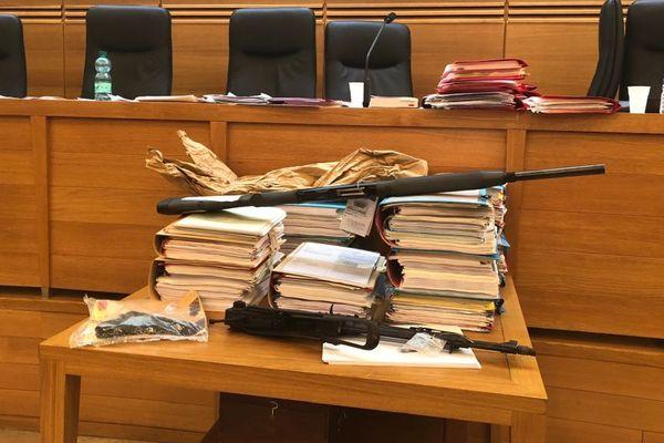 Les pièces à conviction au procès du double assassinat de Corscia, devant la cour d'appel d'assises d'Aix-en-Provence.