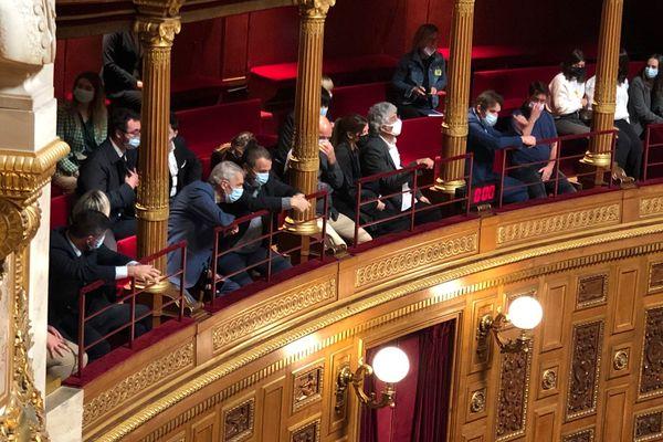 Une délégation du collectif des victimes du 5 mai 1992 et les députés Jean-Félix Acquaviva, Michel Castellani et Paul-André Colombani assistent au vote du Sénat.