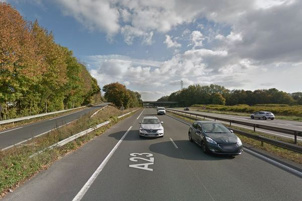 L'accident s'est déroulée après la sortie Petite-Forêt sur l'A23 (image d'archives).