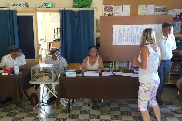 le bureau de vote en mairie du Luc ce dimanche 28 juin 2020 pour le second tour des élections municipales.