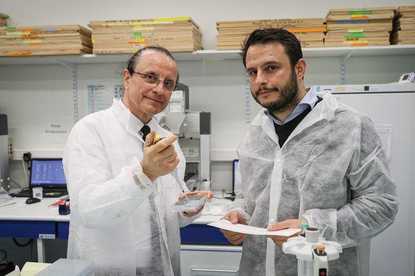 Milovan Stankov, fondateur de NG Biotech, et son fils Milovan Stankov-Puges, PDG de la société, dans leurs locaux de Guipry-Messac, le 15 Juin 2020.