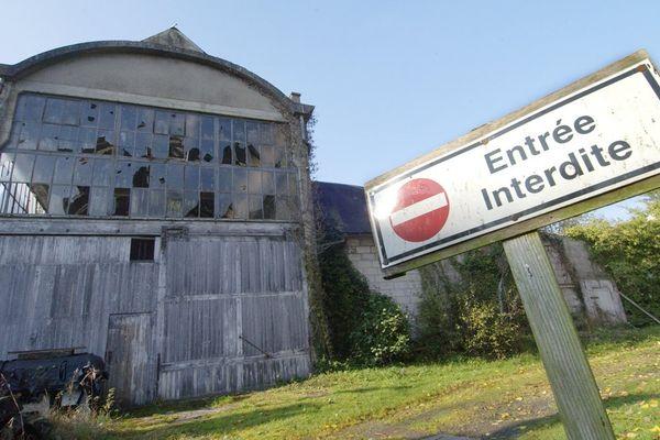 L'ancienne usine Ferodo-Valeo de Condé-sur-Noireau à l'abandon en 2007, au coeur du scandale de l'amiante en France