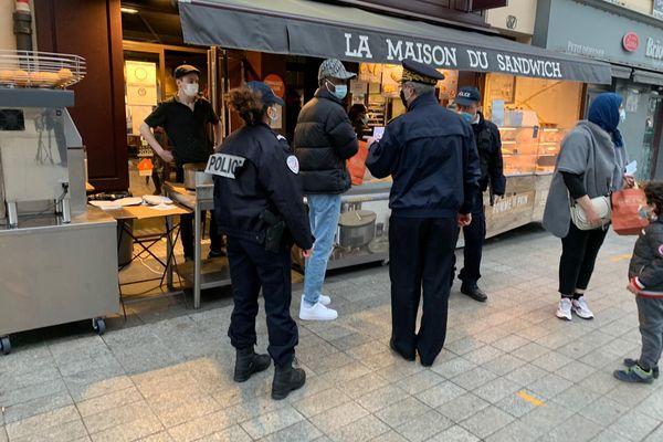 Toute personne encore dehors après 18h00 risque une amende de 135 euros