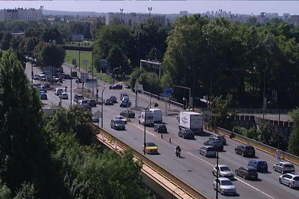 Le pont de Nogent-sur-Marne, un des points noirs de la circulation francilienne.