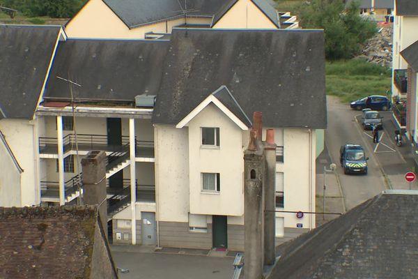 L'immeuble d'où aurait été tiré le plomb, à Château-Renault.