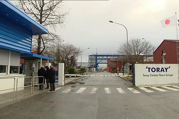 Toray Industries implantée dans le bassin de Lacq près de Pau fabrique de la fibre de carbone pour l'industrie aéronautique