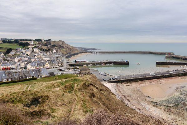 L'horizon restera assez nuageux face à Port-en-Bessin, dans le Calvados, ce mardi.