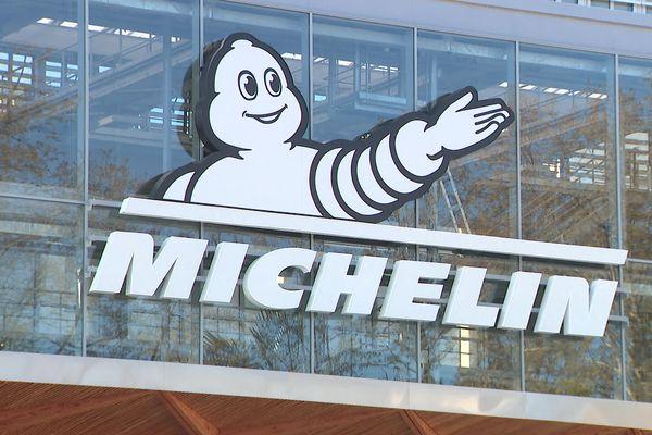 Bibendum, figure emblématique de la marque Michelin sur la façade rénovée du siège social à Clermont-Ferrand.