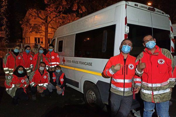 Deux équipes de volontaires vont, chaque soir, à la rencontre des plus démunis, à Rennes.
