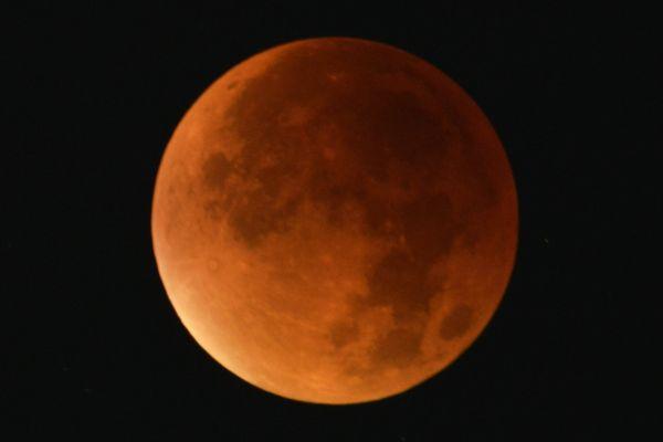 (Archives) Nancy 28 septembre 2015. Eclipse de Super-Lune du 28 septembre 2015.
