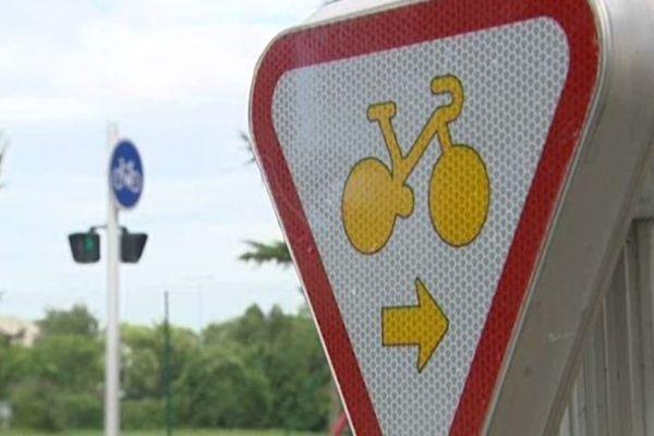 """Les """"tourne-à-droite"""" arborent une nouvelle signalisation"""