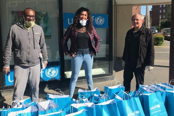 Collectés et triés par l'Unicef et l'association des parents d'élèves d'Amiens nord, les feutres, crayons, cahiers, jeux éducatifs sont ensuite distribués aux familles dans le besoin