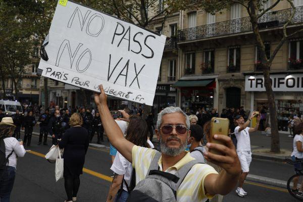 Un sixième samedi de mobilisation contre le pass sanitaire est organisé à Paris ce 28 aout