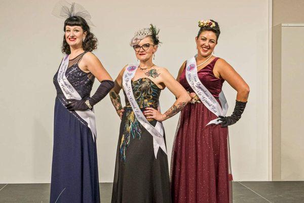 Alexia Gros (au centre) est la nouvelle Miss Pin-up Grand Est. Aure Zeghoudi (à droite) est 1e Dauphine. Ludivine Carré (à gauche) est 2e Dauphine.