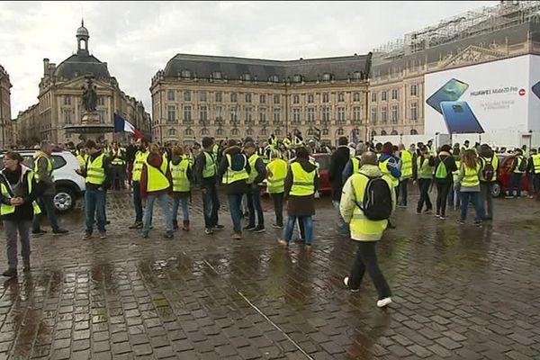 Les manifestants place de la Bourse à Bordeaux vers 14h ce samedi.