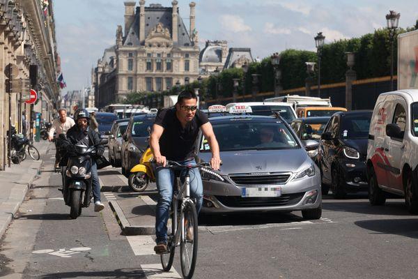 La mairie de Paris met en place un service de vidéo verbalisation pour sécuriser les pistes cyclables.