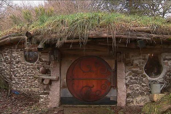 Une maison de hobbit dans le Morvan, au domaine de la Pierre Ronde.