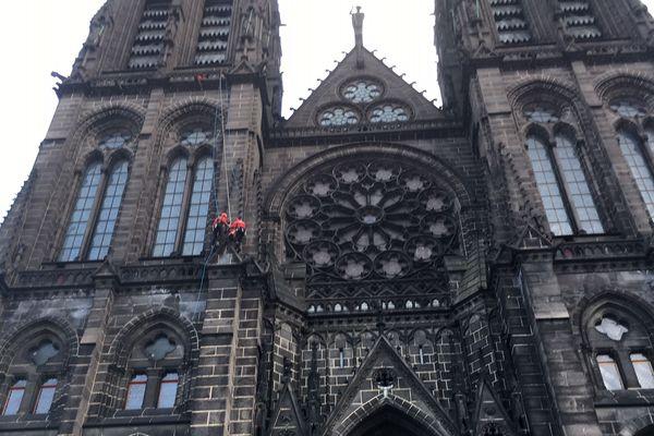 A Clermont-Ferrand, un élément de la façade de la Cathédrale Notre-Dame de l'Assomption menace de chuter ce jeudi 13 février en raison des vents violents.