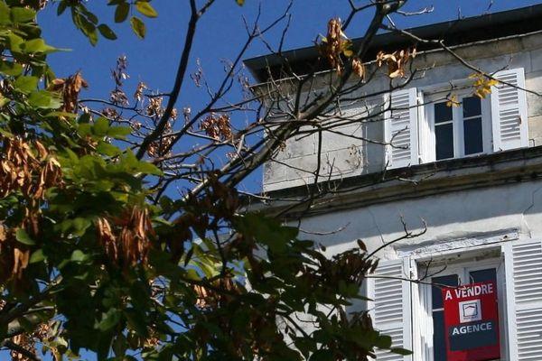 Un logement à vendre à La Rochelle où les prix de l'immobilier ont explosé ces dernières années.
