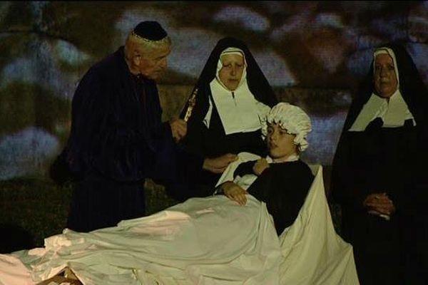 Marie, 14 ans, incarne Bernadette dans le spectacle à Nevers