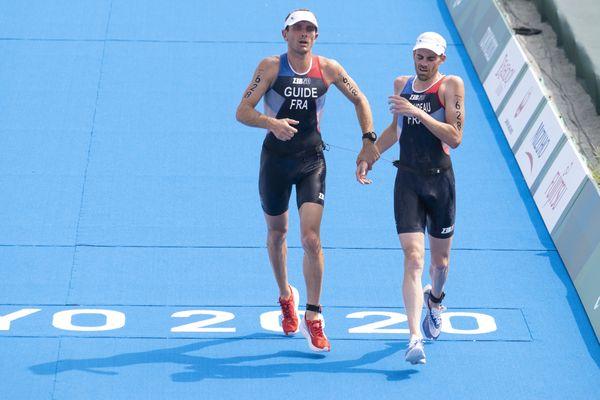 Thibaut Rigaudeau (à droite) et son guide jurassien Cyril Viennot aux Jeux Paralympiques de Tokyo le 28 août 2021