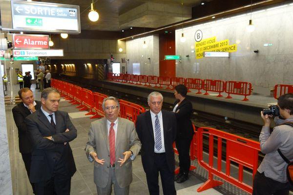 Bernard Rivalta, président du Sytral, Maire Noël Buffet, sénateur maire d'Oullins  et Jean Louis Ubaud,le conseiller général du canton lors de la présentation de la nouvelle station de métro.