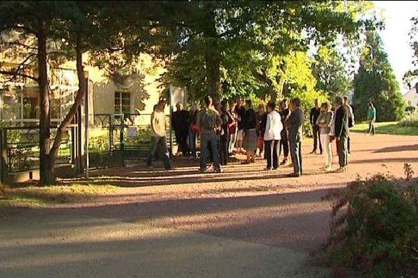 Mobilisation des parents d'élèves de l'école maternelle Jean Giraudoux à Bellac.