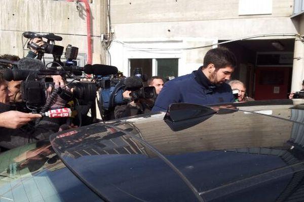 Montpellier : Nikola Karabatic arrive pour son entretien au siège du club MAHB - 30 octobre 2012.
