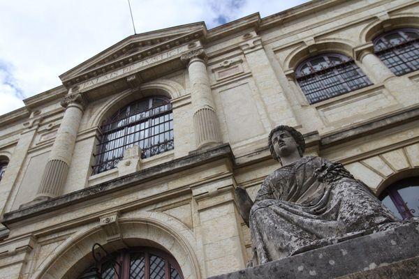 Un homme de 23 ans a été condamné à de la prison ferme par le tribunal correctionnel d'Auch (Gers) poiyr avoir menacé de mort Mila, l'adolescente harcelée pour avoir critiqué l'islam sur les réseaux sociaux.