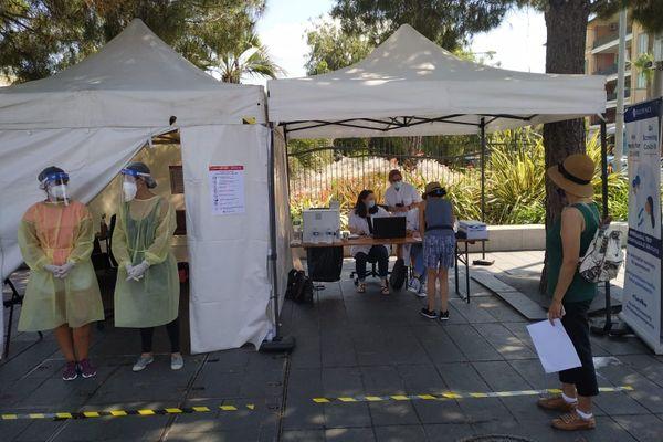 Des centres de détection gratuit de la Covid-19 ont été installés à Nice, comme ici place Messena, le vendredi 24 juillet 2020