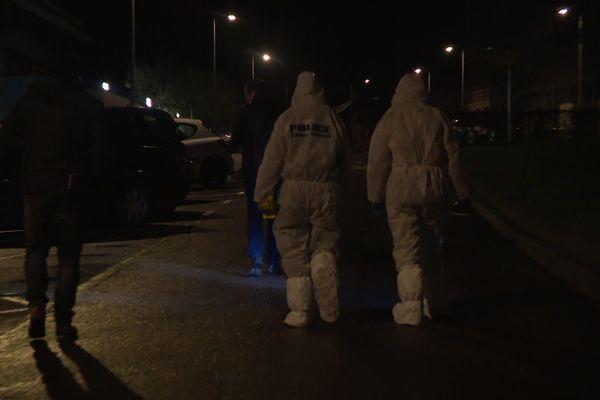 La police scientifique sur place après une fusillade mortelle à Besançon (Doubs)