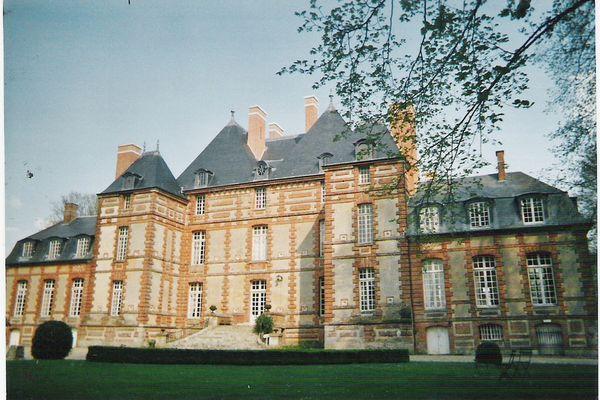 Dans l'Eure, vers le Vexin Normand, quelques rayons de soleil pour le château de Fleury-la-Forêt en ce MERCREDI.
